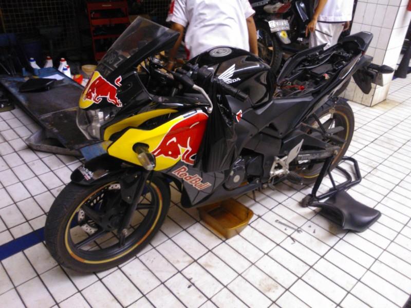 Gambar Merawat Motor cbr indonesia