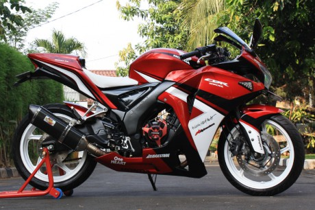 ide modifikasi cbr 150 merah