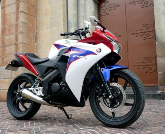 Modifikasi Honda CBR 150 fairing Generasi 2 Terbaru merah putih